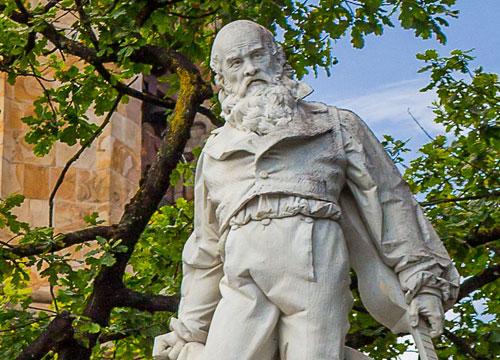 Iparragirre estatua Urretxu